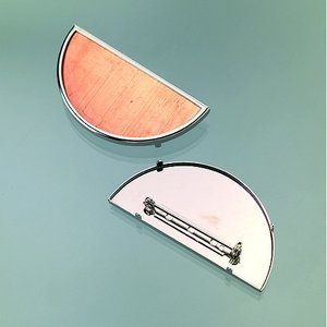 Brosch för emaljering 60 x 30 mm - silverfärgad halvrund
