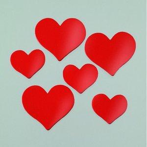 Dekor trä 24 x 21 / 35 x 30 mm - röda 24 st. hjärtan blandade