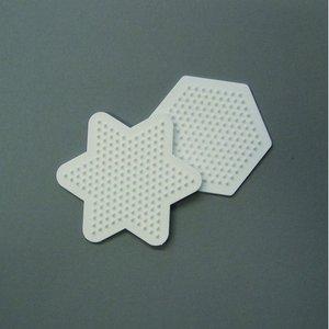 Nabbi pärlplatta 9 cm - vit 2 st. mix stjärna / sexhörnig